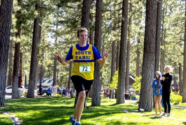 South Tahoe High School runner at the DeCelle Memorial Lake Tahoe Relay